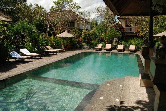 Sri Ratih Cottages: Pool