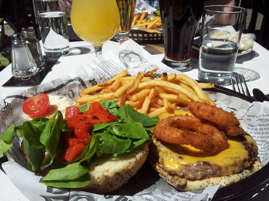 Cotes a Cotes Resto-Grill: yummy burger