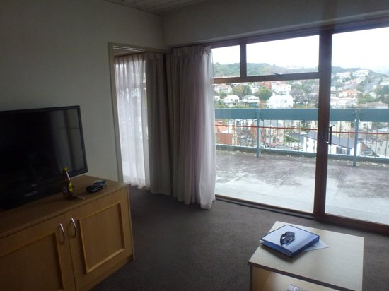 Kingsgate Hotel Dunedin: Living Room with a view