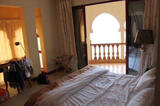 goede slaapkamer, bedden beetje hard - Picture of Eden Beach ...