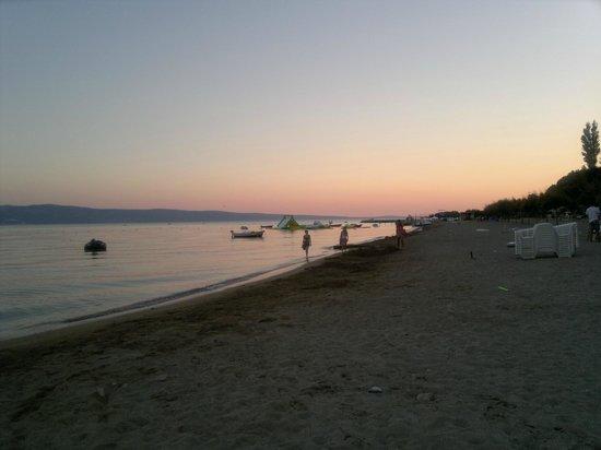 Campeggio Galeb Omis Split Croazia: Spiaggia del campeggio Galeb