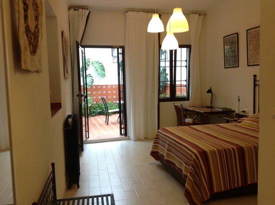 Casa de los Azulejos : Laurel, junior suite adaptada y con terraza privada