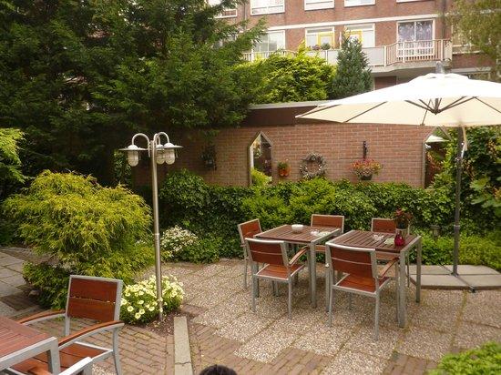 Hotel van Walsum: Jardim