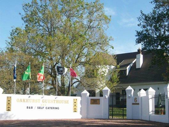 Oakhurst Guesthouse: Front entrance