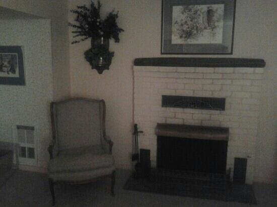 Sutter Creek Inn : First floor room off the garden