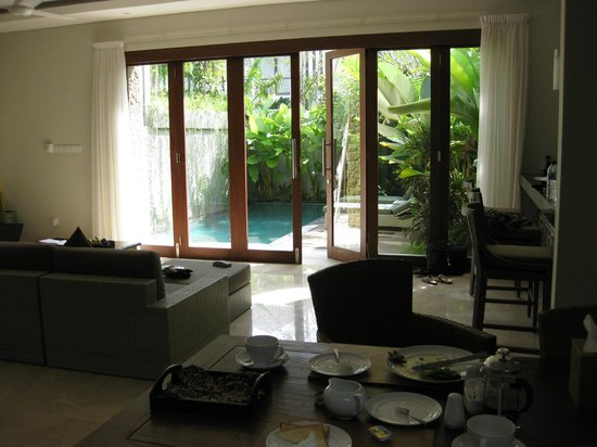 Kampoeng Villa: Living area looking out through stacker doors to pool