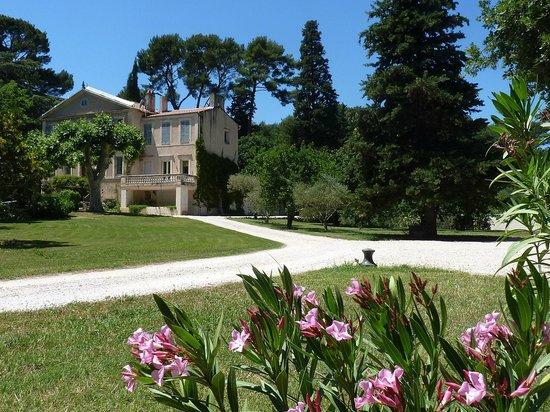 La Royante : Jardin et vue de la chambre d'hôtes.