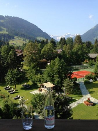 Park Gstaad: Balcony you can see the snow-capped mountains