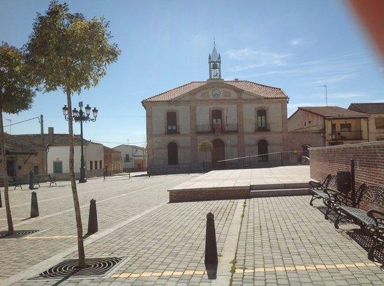 Casa Rural Las Hazanas: Plaza de Adanero