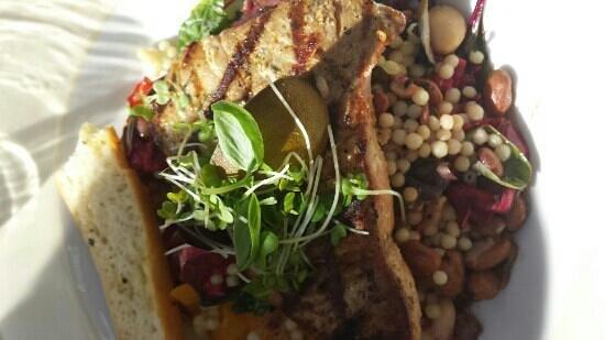 Lucia Wine Bar & Grill: Tuna steak.at Lucias