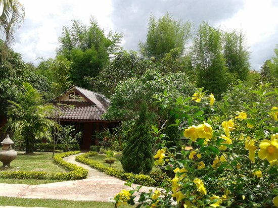 Ban Rai Tin Thai Ngarm Eco Lodge: Peaceful bungalow in the charming garden and tropical forest surrounding.