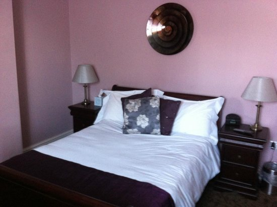 The Lord Rosebery: Bedroom