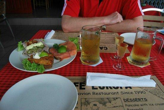 Cafe Europa - Krabi: Snaps, öl och danska smörrebrö. Mmmmm
