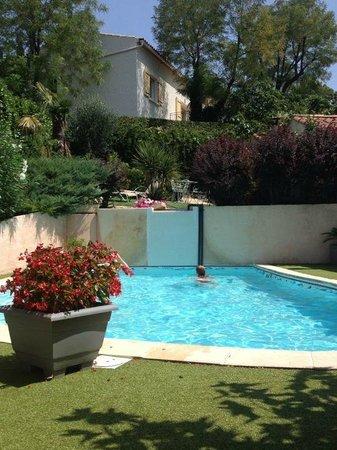 La Feniere: Coin piscine sur deux niveaux