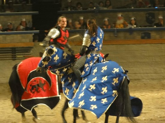Medieval Times Buena Park : Red Knight vs Blue Knight!
