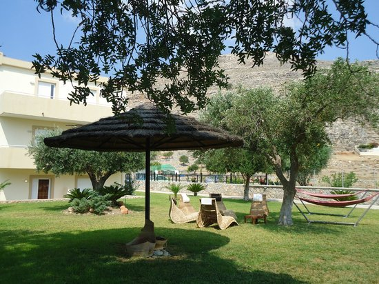 Lindos Blue Sky Studios and Apartments: Giardino appartamenti