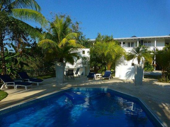 Hotel Horizontes de Montezuma: Hotel und Pool