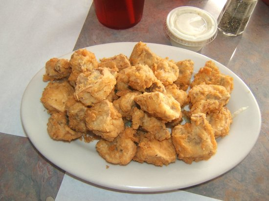 Bailey's Crab House and Seafood Market: FRIED OYSTERS AT BAILEY'S