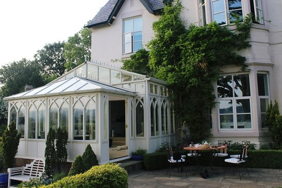 Wollaston Lodge Bed & Breakfast: The perfect setting for afternoon tea