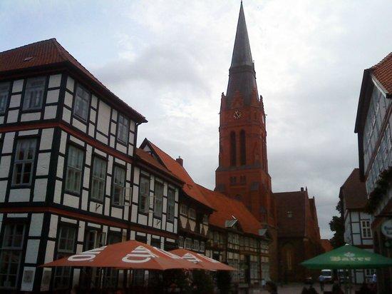 St. Martin: Blick vom Markt auf die Kirche