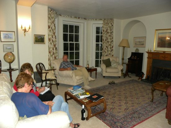 Gringley Hall: Living room with comfort seats
