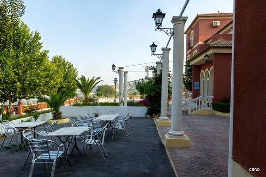 Fachada y terrazas picture of apartamentos fuente de la - Hotel casa grande baena ...