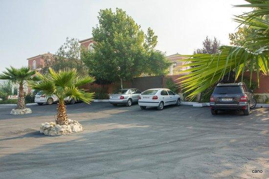 Apartamentos Fuente de la Salud: aparcamiento para apartamentos