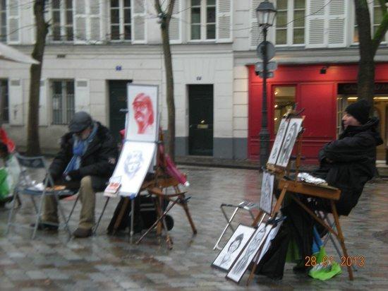 My Hotel in France le Marais by HappyCulture : Montmartre artisti di strada