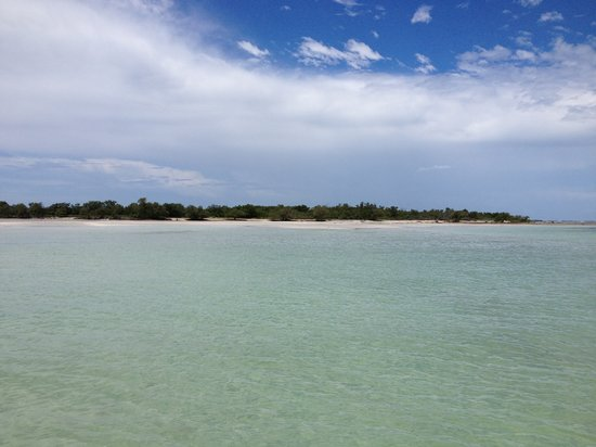 Aquatic Boat Rentals: The only island around without rain and Captain George found it!