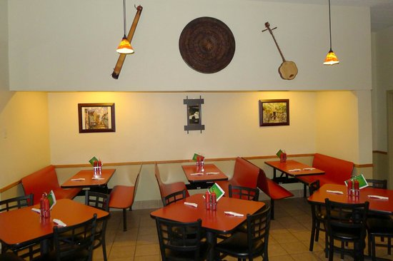 Indochin Vietnamese Restaurant: Dining with booths and tables