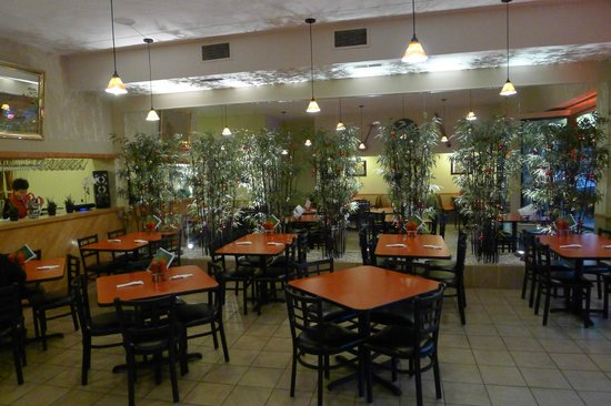 Indochin Vietnamese Restaurant: Several examples of Vietnamese art