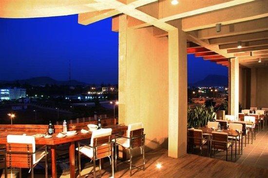 Dunes Continental Restaurant: Balcony