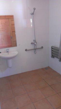 Camping Los Llanos : baño adaptado