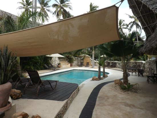 Sunshine Hotel: une des 2 piscines
