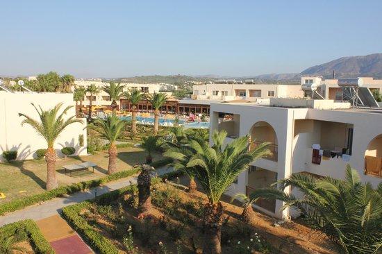 Hotel Delfina Beach: vue de l'hôtel d'une terrasse