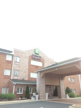 Holiday Inn Express Kent Island : front building