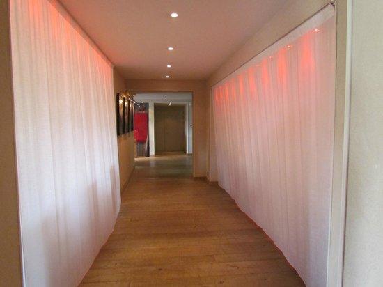 Ibis Styles Cholet : Original ce couloir