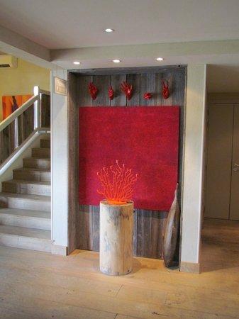 Ibis Styles Cholet : En bas de l'escalier