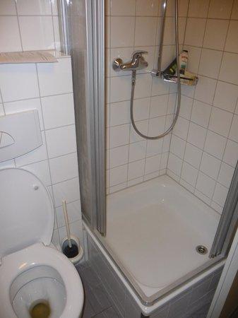 Schanzenstern Altona : WC e doccia