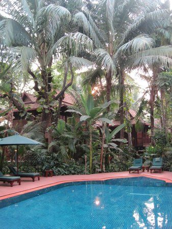 Angkor Village Hotel: Nice pool area...