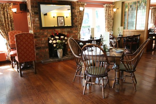 Pesto at the Dibbinsdale Inn: Restaurant interior