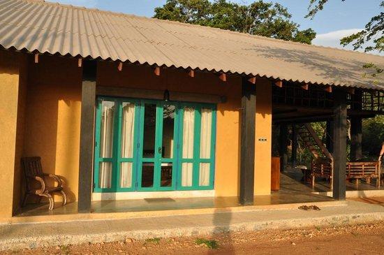 Kumbukgaha Villa: Een van de 3 kamers.