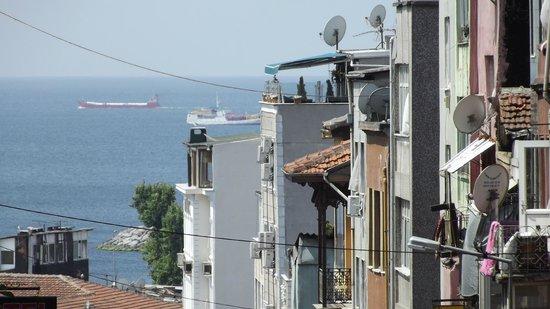 Malabadi Beyazit Hotel: terrace view from street