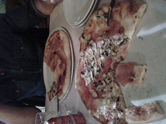 Trattoria da Susanna: pizze farcite