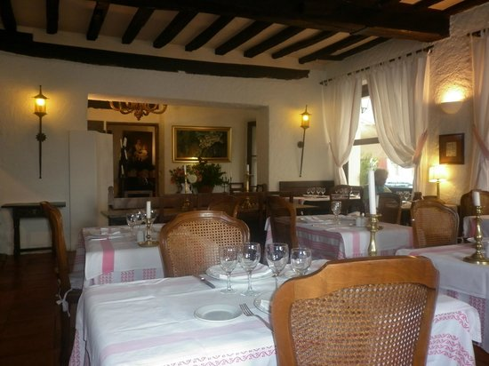 Hôtel-Restaurant Arraya : salle a manger