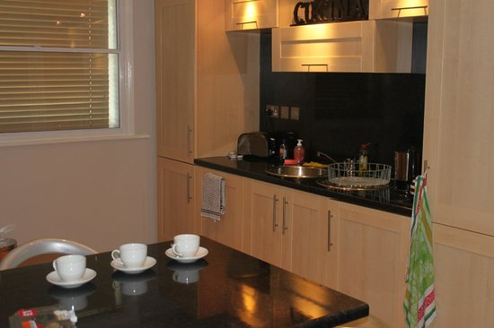 93a Grey Street Apartments: Kitchen