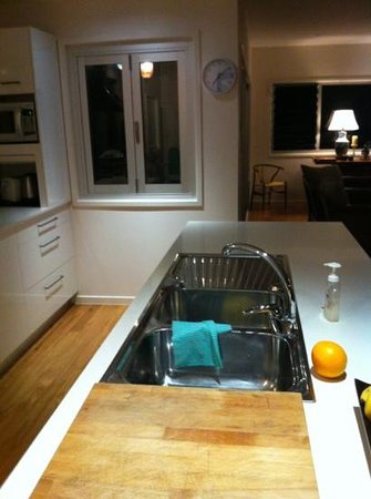 Aaman & Cinta Luxury Guesthouse & Villas: High spec, clean kitchen with lovely living area