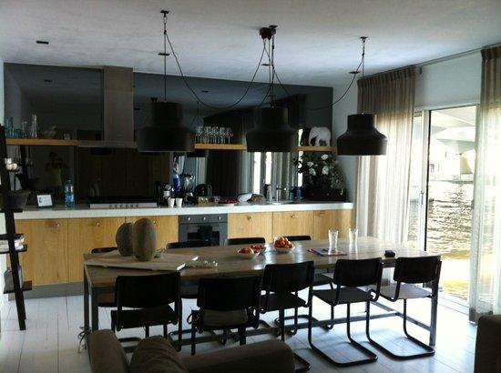 Houseboat Little Amstel: De luxe zimmer wohnbereich /Küche