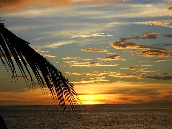 Sarimanok Hotel: coucher de soleil depuis la terrasse