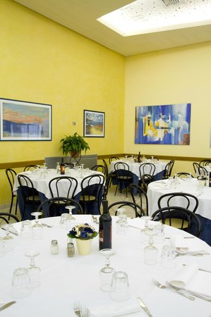 Hotel Terme Pellegrini: angolo sala da pranzo